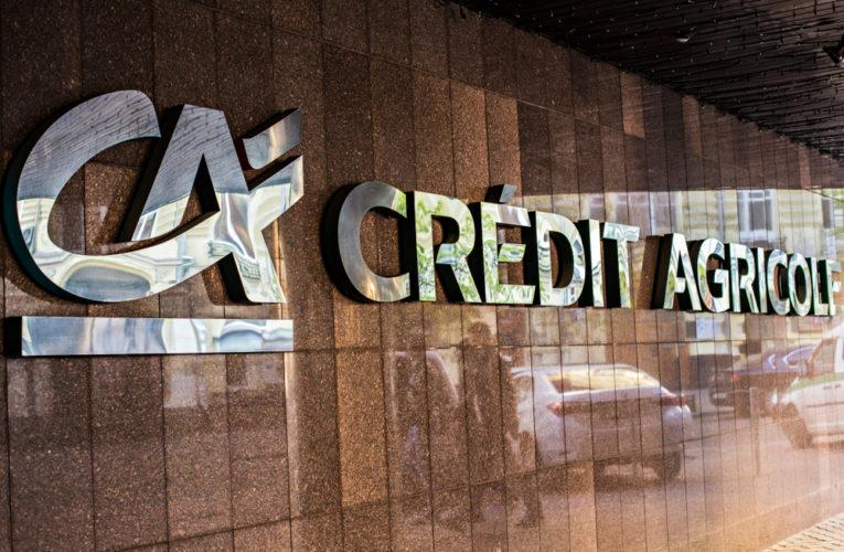 Crédit Agricole en tête du CAC 40 grâce à ses profits historiques et aux rachats d'actions